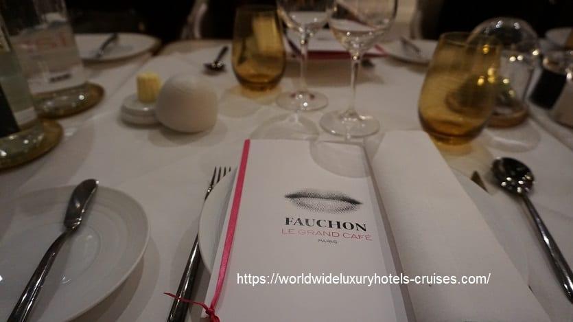 フォションロテルパリでディナー フォションロテルパリ ジュニアスィート  フォションホテル フォションロテルパリ Fauchon L'Hotel  パリ フランス パリ5つ星ホテル ラグジュアリーホテル グルメバー ジュニアスィート カリタスパ